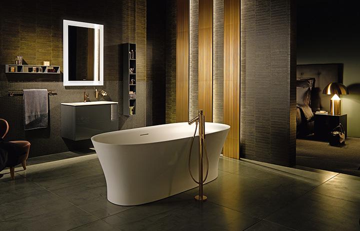 Odvážne tiene a vybavenie pre kúpeľňu