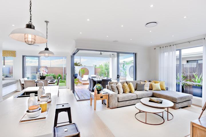 Obývačka s kuchyňou v minimalistickom štýle